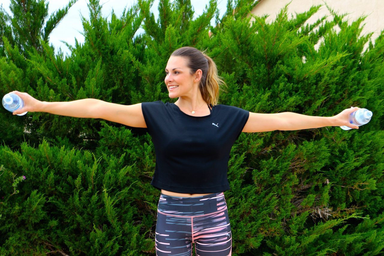 Arm circles with weights How to strengthen your shoulders